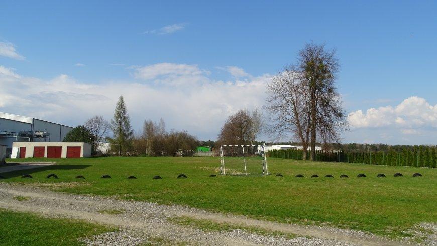 Szkoły podstawowe w gminie Zwolej zyskają noweczne obiekty sportowe - jest blisko dwa miliony złotych dofinansowania!