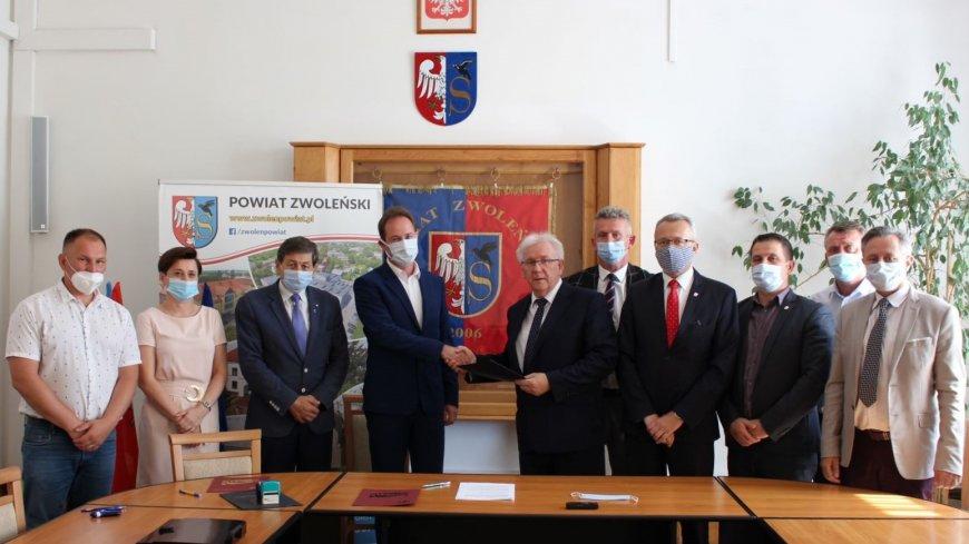 Zawarcie porozumienia pomiędzy Powiatem Zwoleńskim a Gminą Zwoleń.
