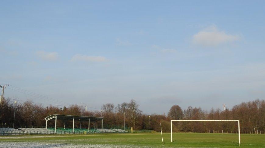 Aktualny widok stadionu miejskiego przy ul. Parkowej w Zwoleniu