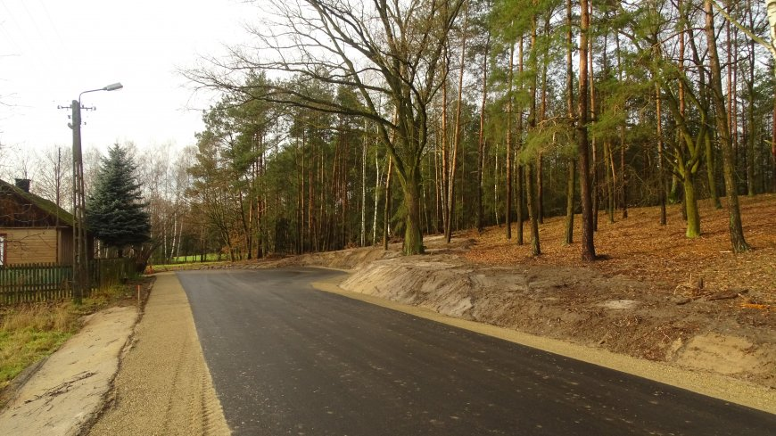 Zdjęcie przebudowanej drogi w miejscowości Wacławów.